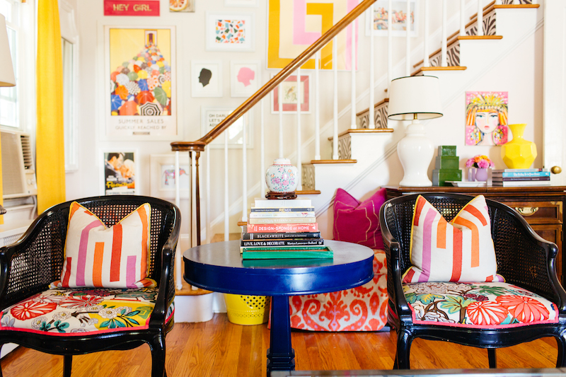 Eclectic Home Tour of Effortless Style Interiors - this is a color lovers dream home! kellyelko.com #livingroom #colorlovers #interiordecor #familyroom #interiordesign
