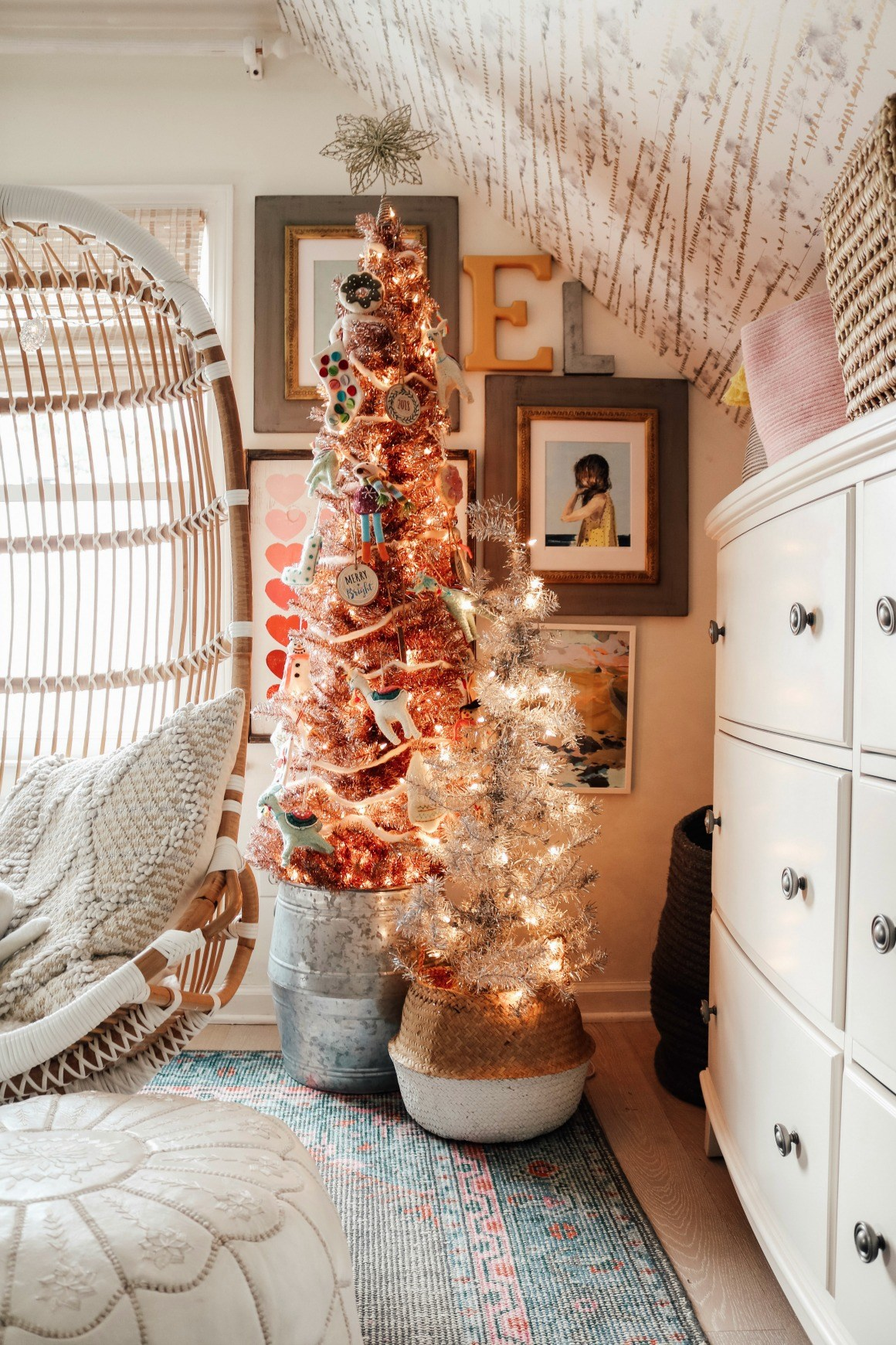 Love this kids bedroom with two metallic trees in baskets