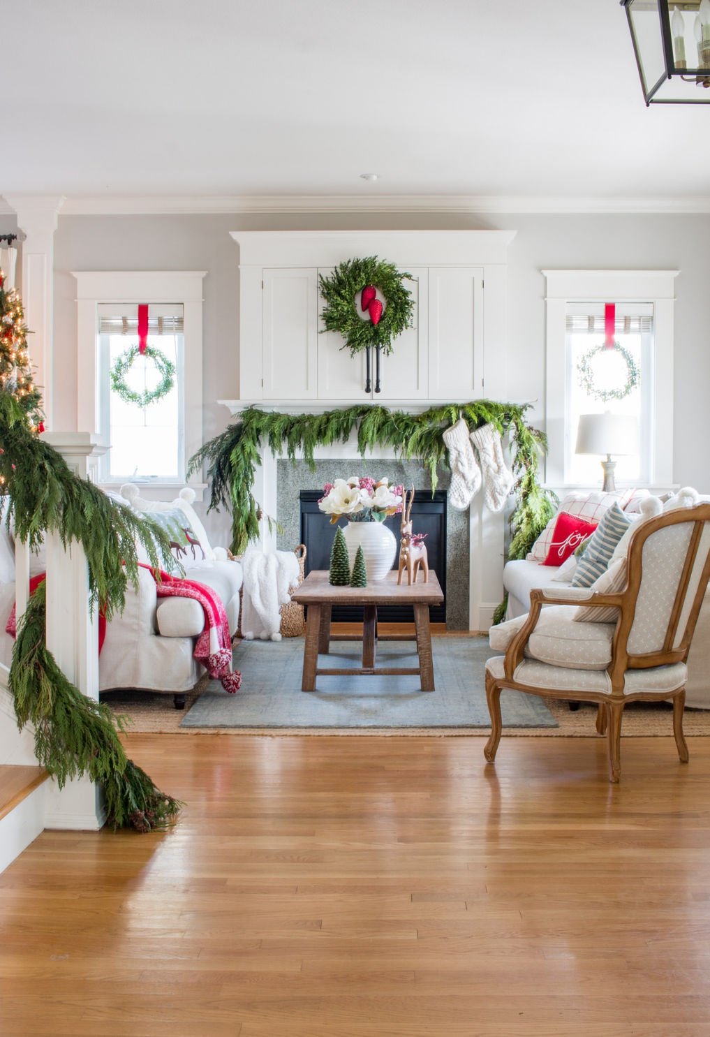 Love this traditional green and red Christmas living room