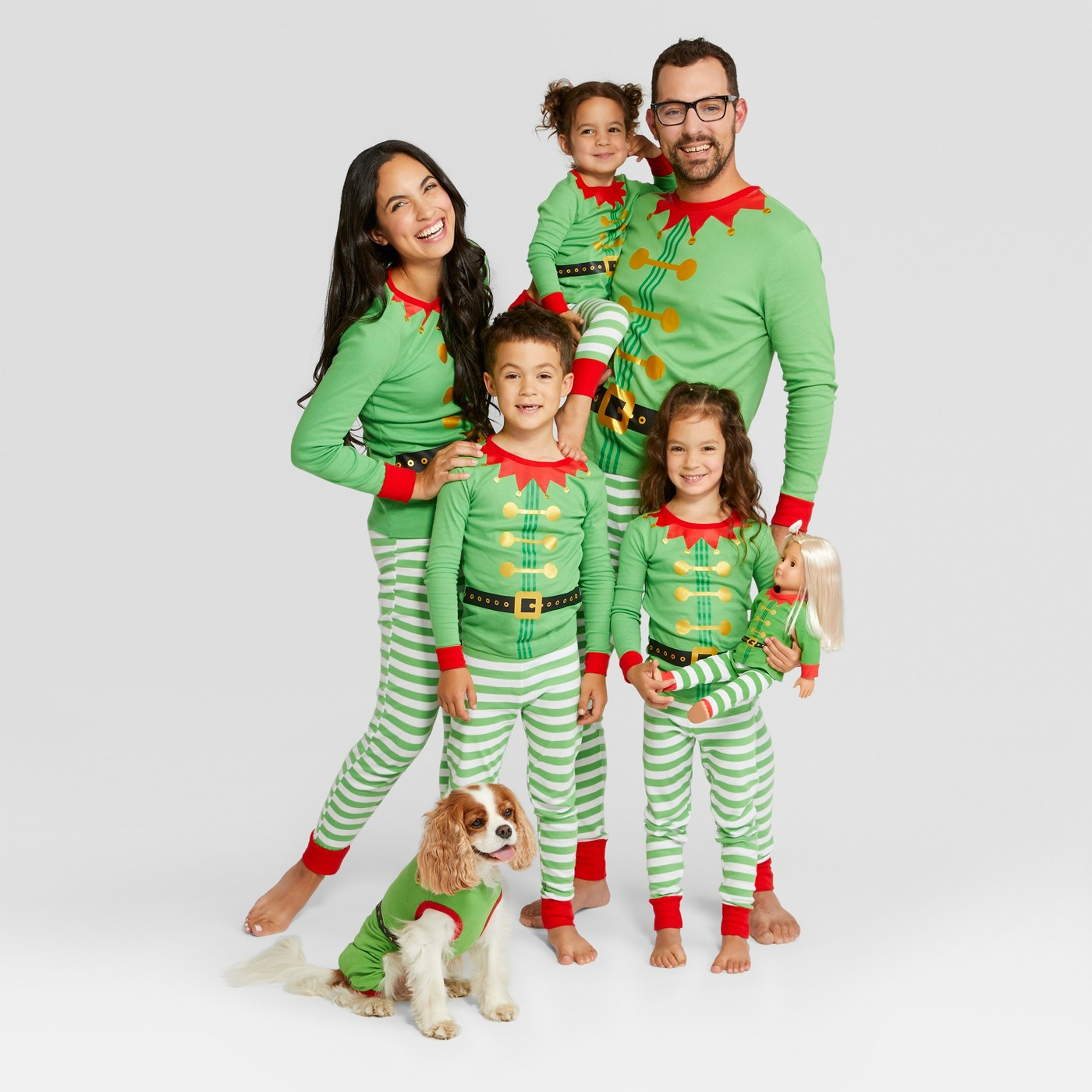 Family Christmas pajamas - love the elf pajamas kellyelko.com #christmaspajamas #christmas #christmastraditions