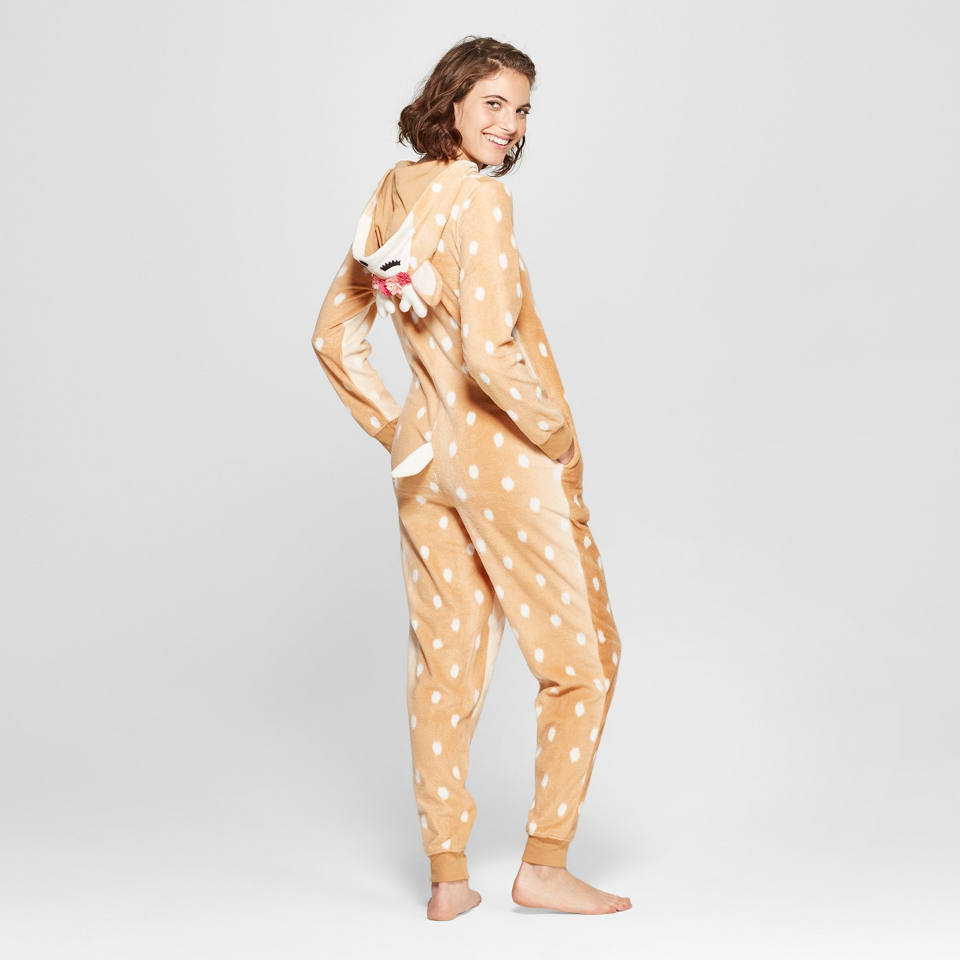 Family Christmas pajamas - love the fawn pajamas kellyelko.com #christmaspajamas #christmas #christmastraditions