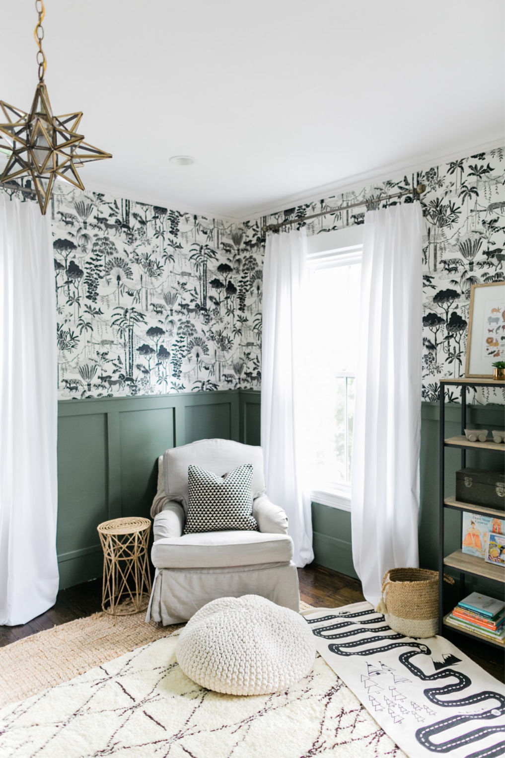 Very cool black and white jungle wallpaper in this boys bedroom kellyelko.com #wallpaper #boysroom #kidsroom #bedroom