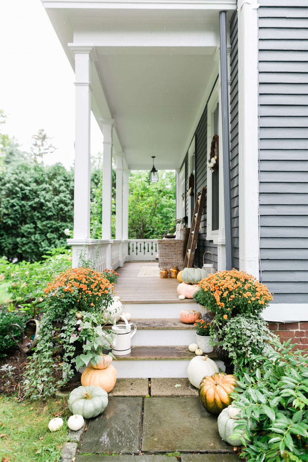 Love this charming old home with inviting porch and the detail of the porch railing kellyelko.com #fall #fallporch #falldecor #fallflowers #falldecorating