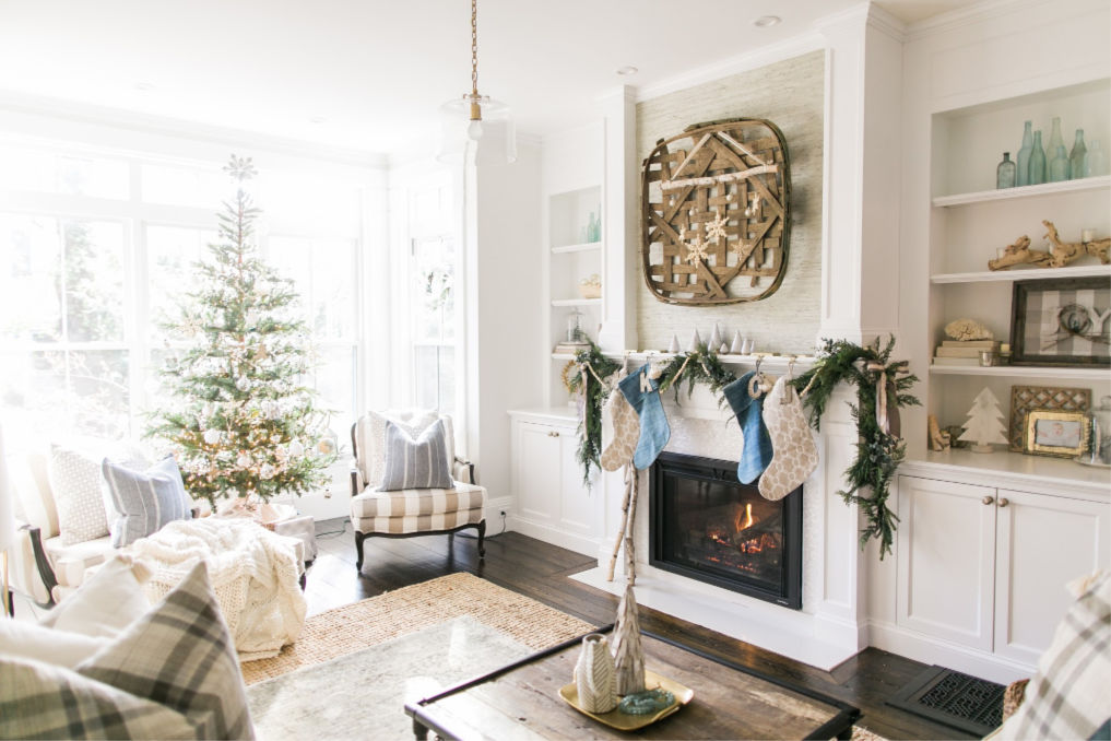 Christmas family room with sparse tree and tobacco leaf basket kellyelko.com #christmas #farmhousechristmas #christmasdecor #christmasdecorating #vintagechristmas