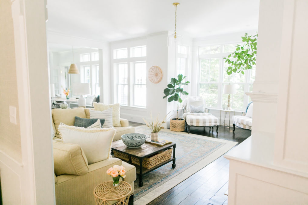 Beautiful neutral living room with tons of light kellyelko.com #interiordecorate #interiordesign #livingroom #familyroom #neutraldecor
