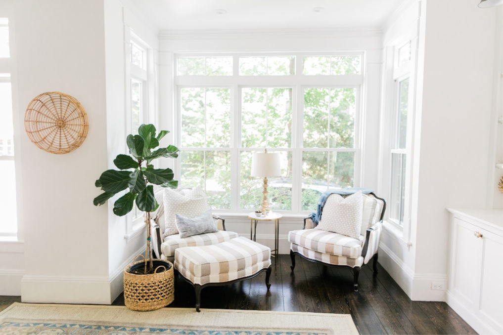 Lovely little sitting area with bergere chairs and a fiddle leaf fig kellyelko.com #interiordecorate #interiordesign #sittingarea #neutraldecor #farmhousestyle #cottagestyle