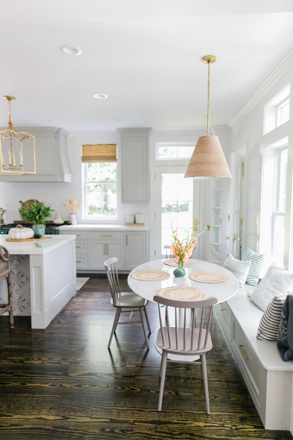 Beautiful white kitchen with breakfast nook complete with built in bench kellyelko.com #cottagestsyle #farmhousestyle #farmhouse #interiordecorate #interiordesign #kitchen #kitchendecor #whitekitchen