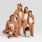 Family Christmas Pajamas kellyelko.com #christmas #christmaspajamas #christmastraditions