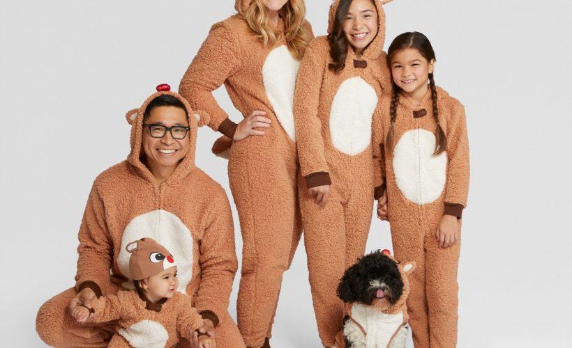 Family Christmas Pajamas kellyelko.com #christmas #christmaspajamas #christmastraditions