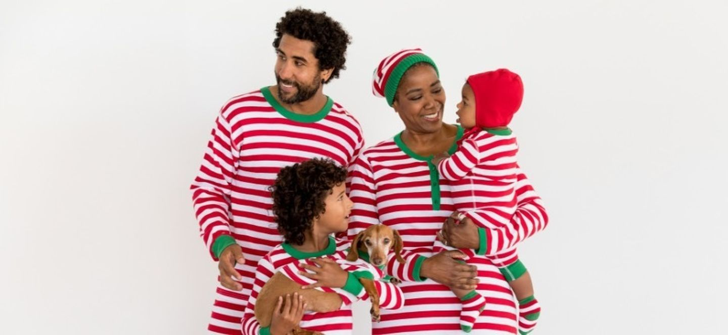 Family Christmas pajamas - love the candy cane stripe pajamas kellyelko.com #christmaspajamas #christmas #christmastraditions