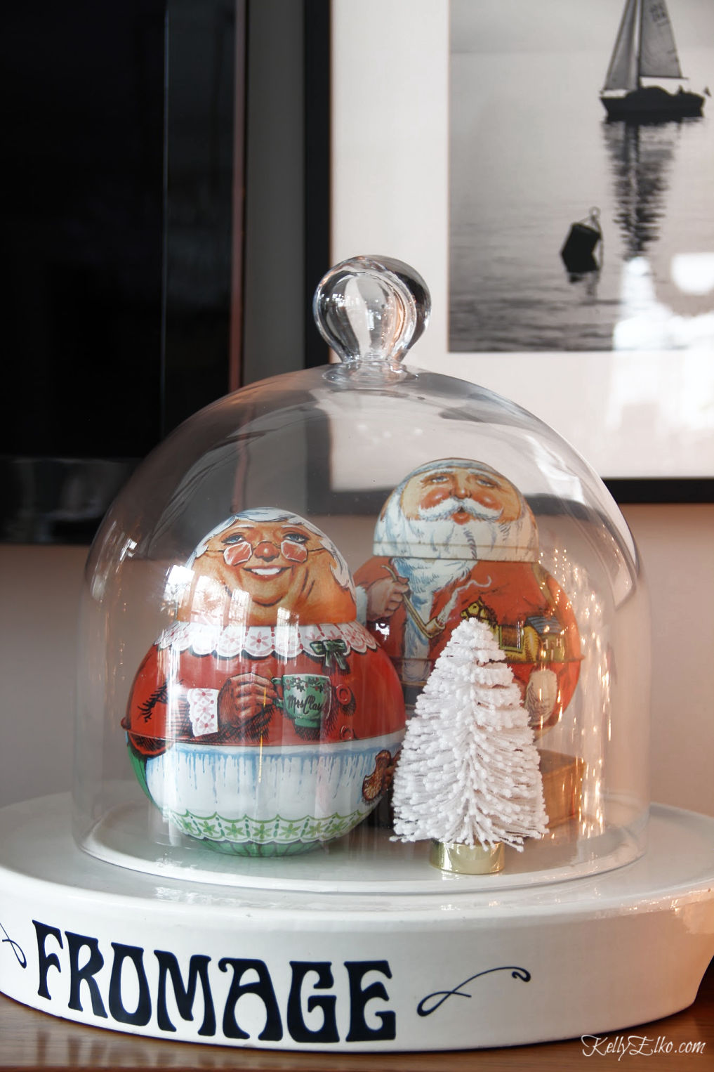 Love these cute Santa and Mrs Claus vintage tobacco tins kellyelko.com #vintagechristmas #christmasdecor #santa