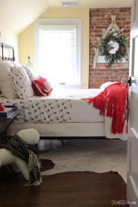 Cozy Christmas Guest Bedroom kellyelko.com #christmas #christmasdecor #christmasdecorations #christmasbedroom #guestbedroom #christmaswreath #christmasbedding