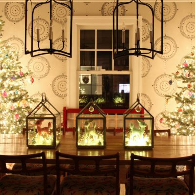 Glowing Christmas Light Night Tour kellyelko.com #christmaslights #christmastree #christmasdecor #christmasdecorating #christmasdiningroom #christmashometour #vintagechristmas