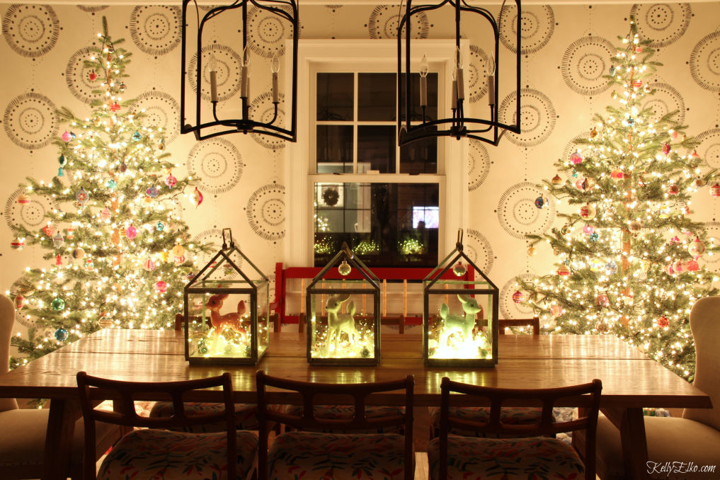 Stunning Christmas Lights Night Tour - the sparse trees glow with vintage Shiny Brite ornaments and the centerpiece sparkles! kellyelko.com #christmas #christmslights #christmasdecor #christmasdecorating #christmasdiningroom #vintagechristmas #retrochristmas #christmastrees