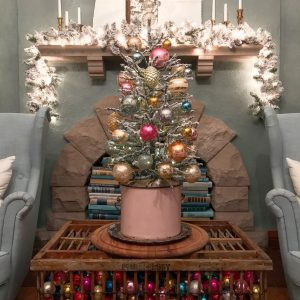 Shiny Brite Decorating Ideas kellyelko.com #shinybrites #vintageornaments #ornaments #christmas #vintagechristmas #christmastree #farmhousechristmas #christmasdecor #christmasdecorating #christmastree