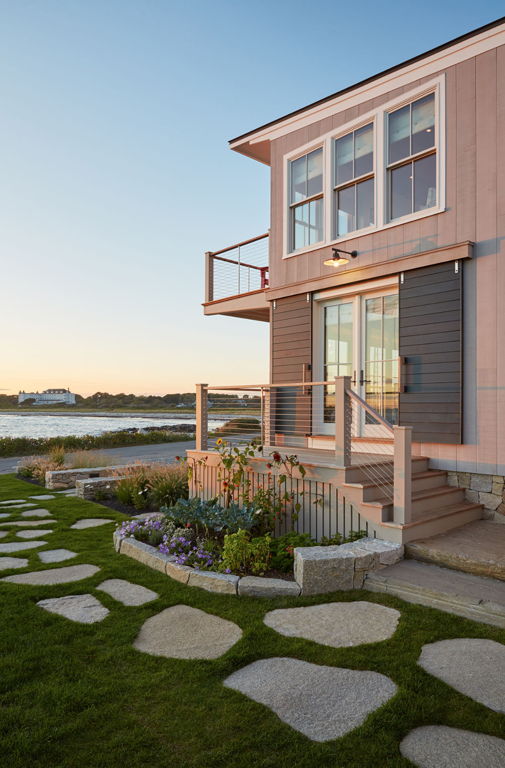 Coastal modern home with curb appeal kellyelko.com #coastal #hometour #housetour #modernhome #curbappeal