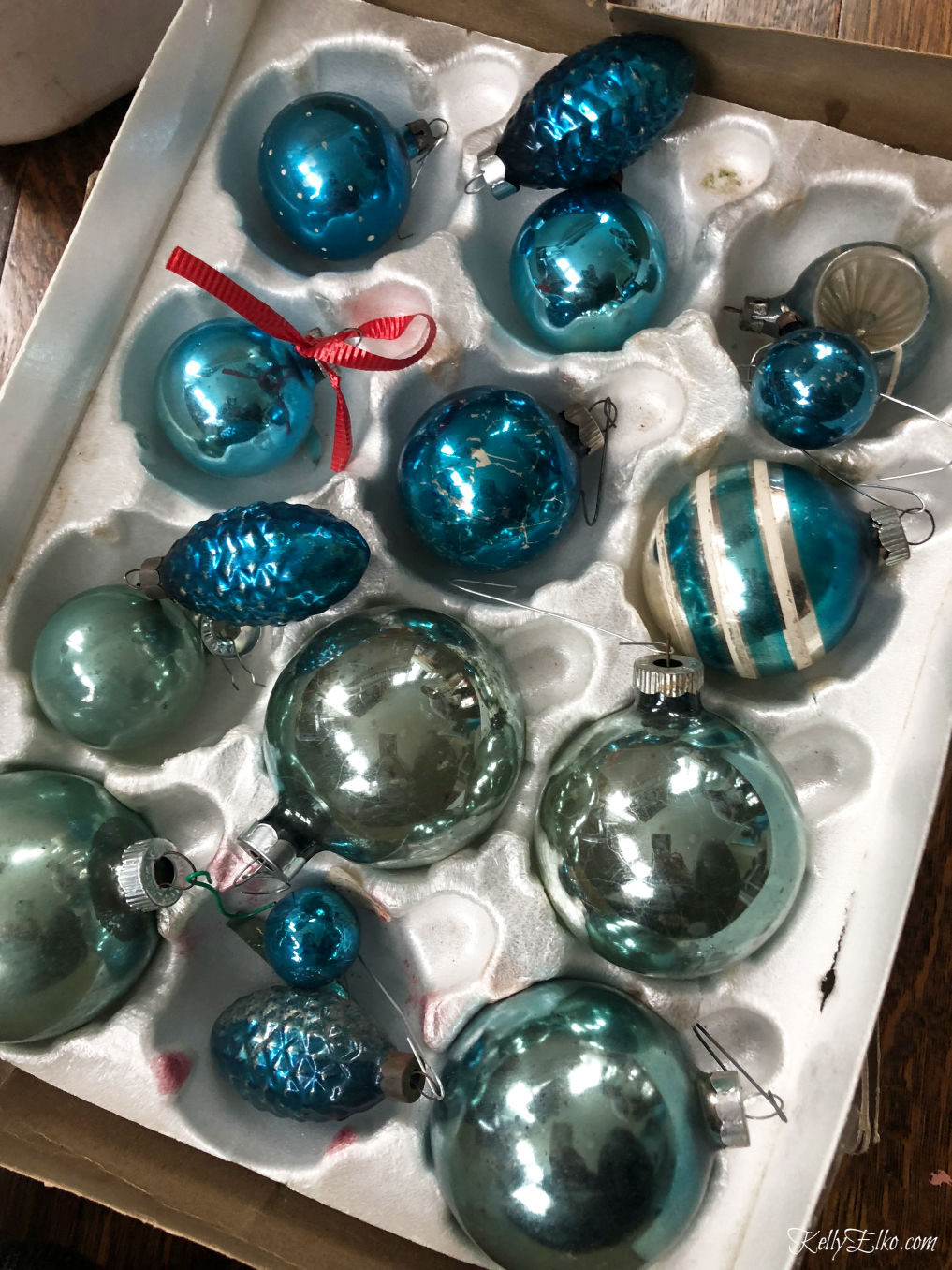 Behind the scenes Better Homes and Gardens photo shoot kellyelko.com #shinybrites #vintageornamets #christmasornaments