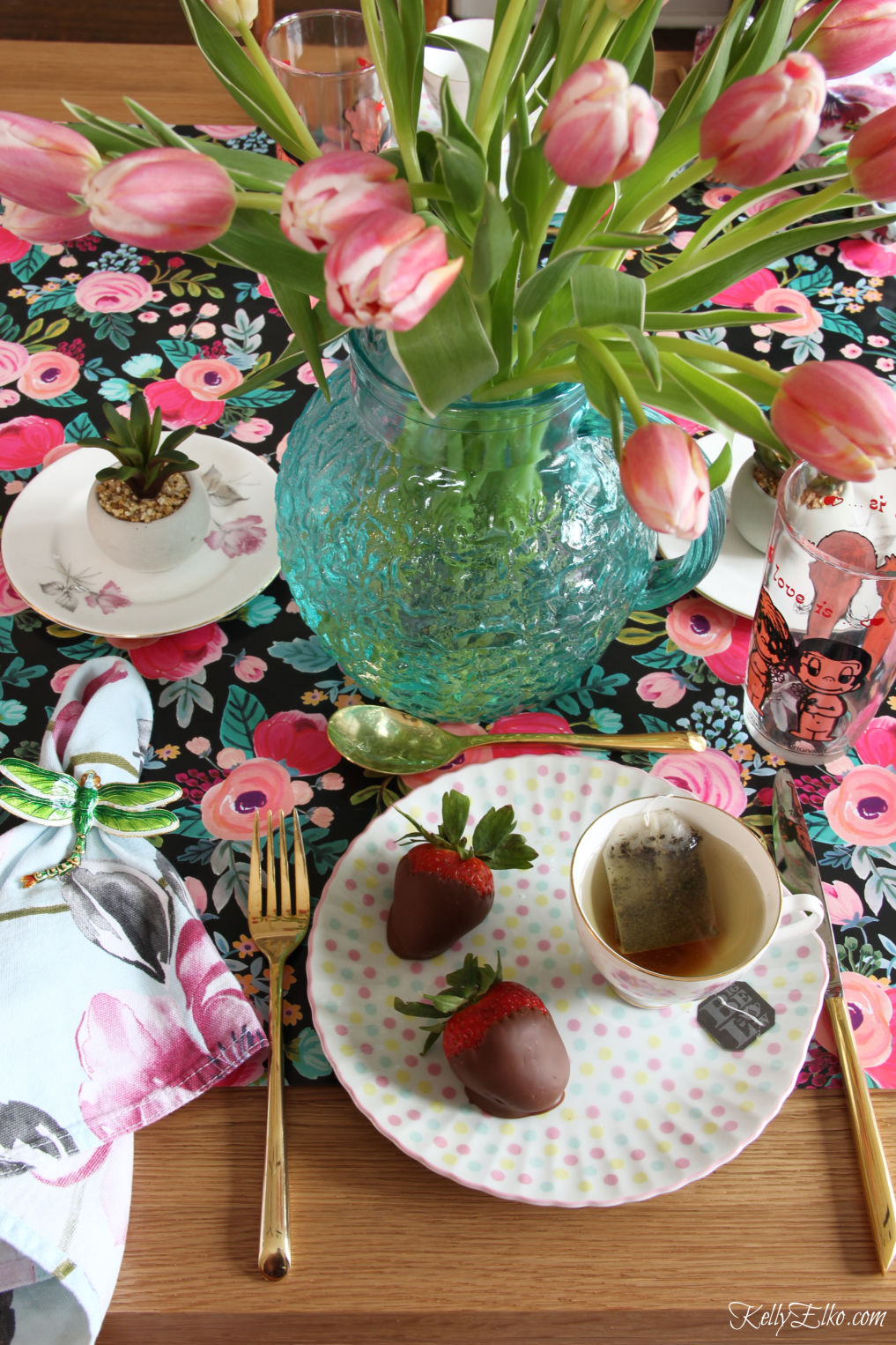 Valentine Table - love the mix of vintage and new pieces and the blue and pink color combo kellyelko.com #valentinesday #valentinesdecor #tulips #tablescape #valentinestable #vintagedecor #valentinesdaydinner