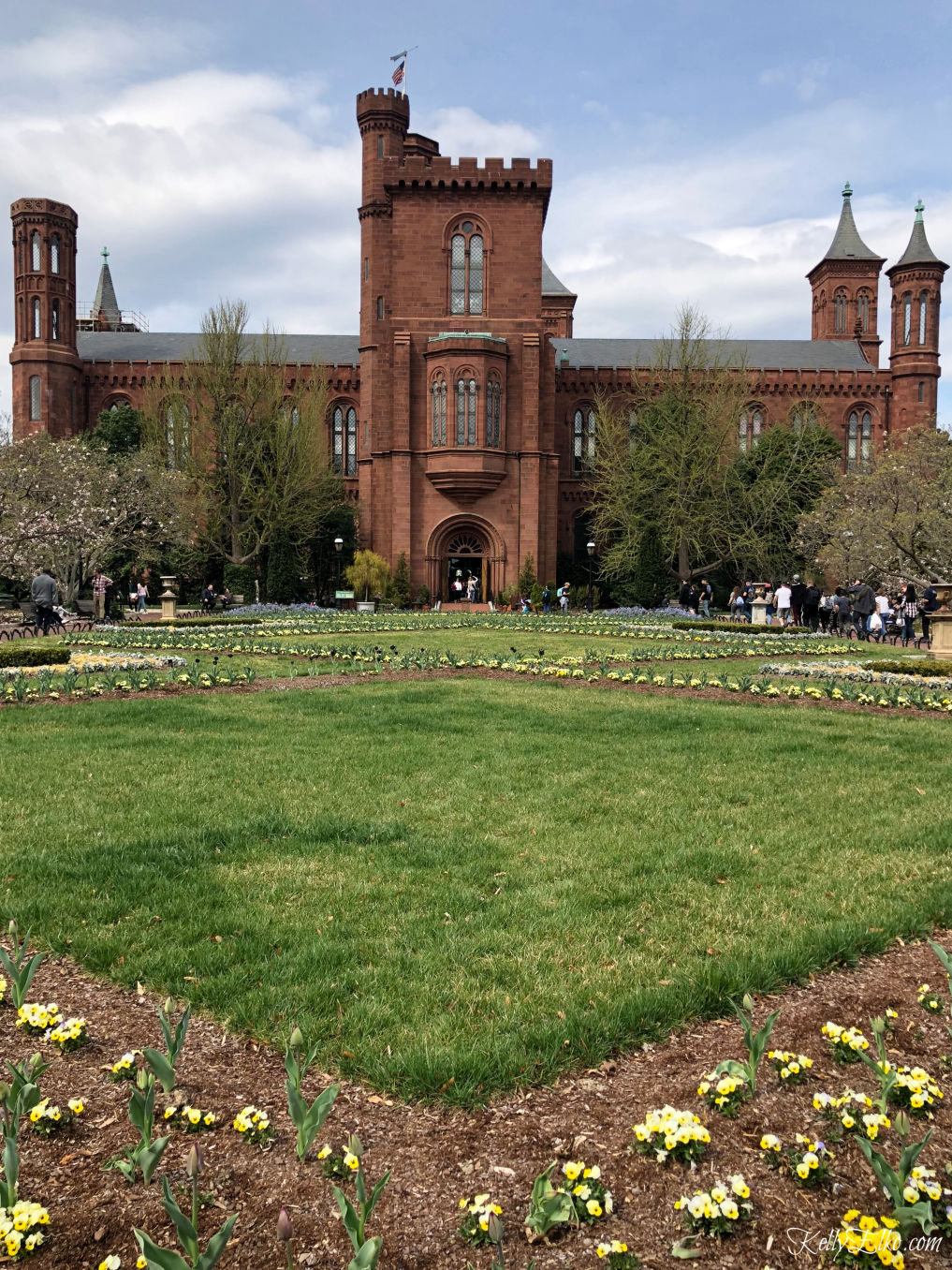 Weekend in Washington DC - there are 14 free museums in the National Mall! kellyelko.com #travel #travelblogger #washingtondc #dc #vacation #familytravel #getaway #escape #smithsonian #museum #gardens