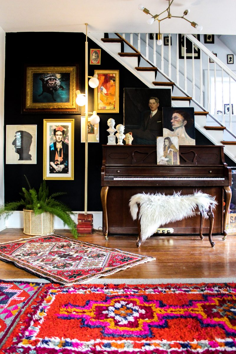 Tour this eclectic home of Kate Pierce Vintage - love this thrift store portrait gallery wall against dramatic black walls kellyelko.com #gallerywall #bohodecor #eclecticdecor #vintagedecor #vintagemodern #hometour