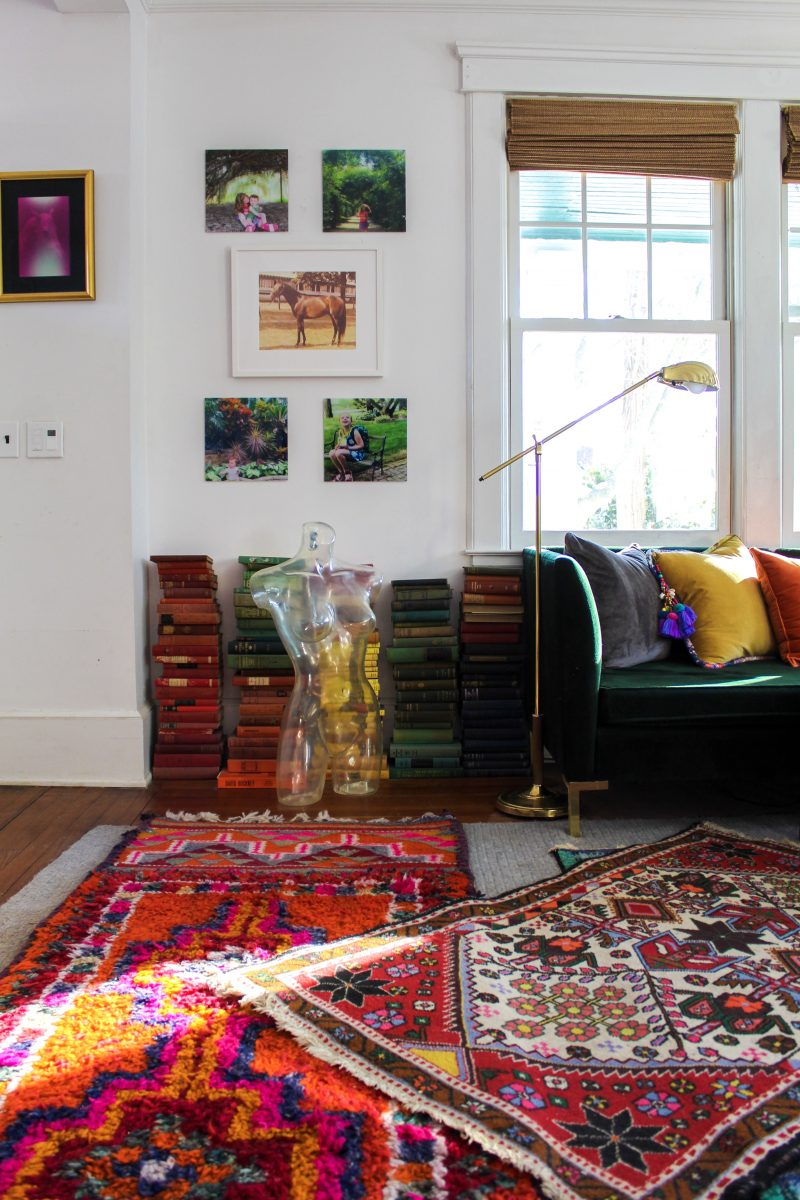 Love this boho home filled with colorful antique rugs, stacks of vintage books and unique gallery walls kellyelko.com #bohodecor #vintagemodern #vinntagedecor #hometour #eclecticdecor