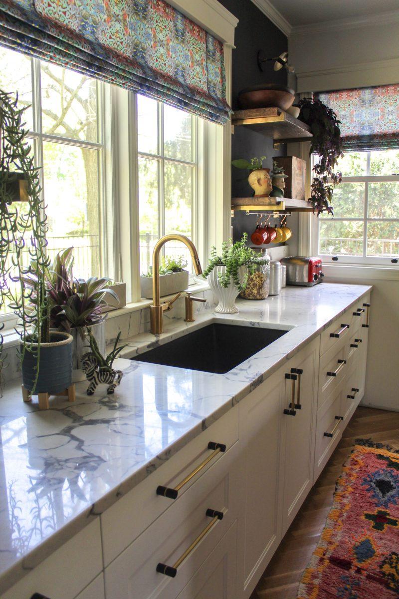 Love this white kitchen with wood shelves and lots of vintage finds kellyelko.com #whitekitchen #kitchencounters #kitchendecor #vintnagekitchen