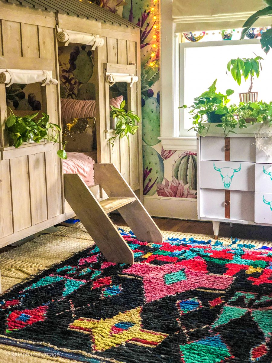 How cute is this built in bed that looks like a rustic cabin kellyelko.com #bohodecor #vintagedecor #girlsbedroom #kidsroom #colorful #colorfuldecor #colorlovers #diybed #diyideas #vintageruts