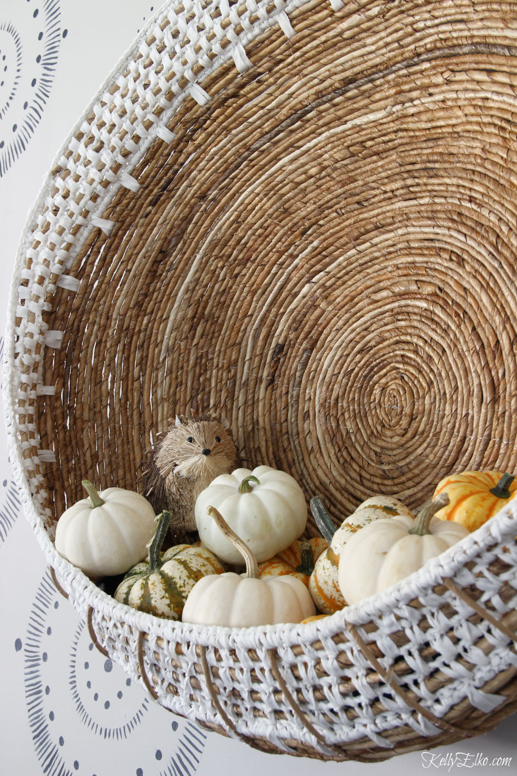 Love this huge wall basket with pouch for displaying pumpkins kellyelko.com #boho #bohodecor #baskets #wallart #pumpkins #falldecor #falldecorating