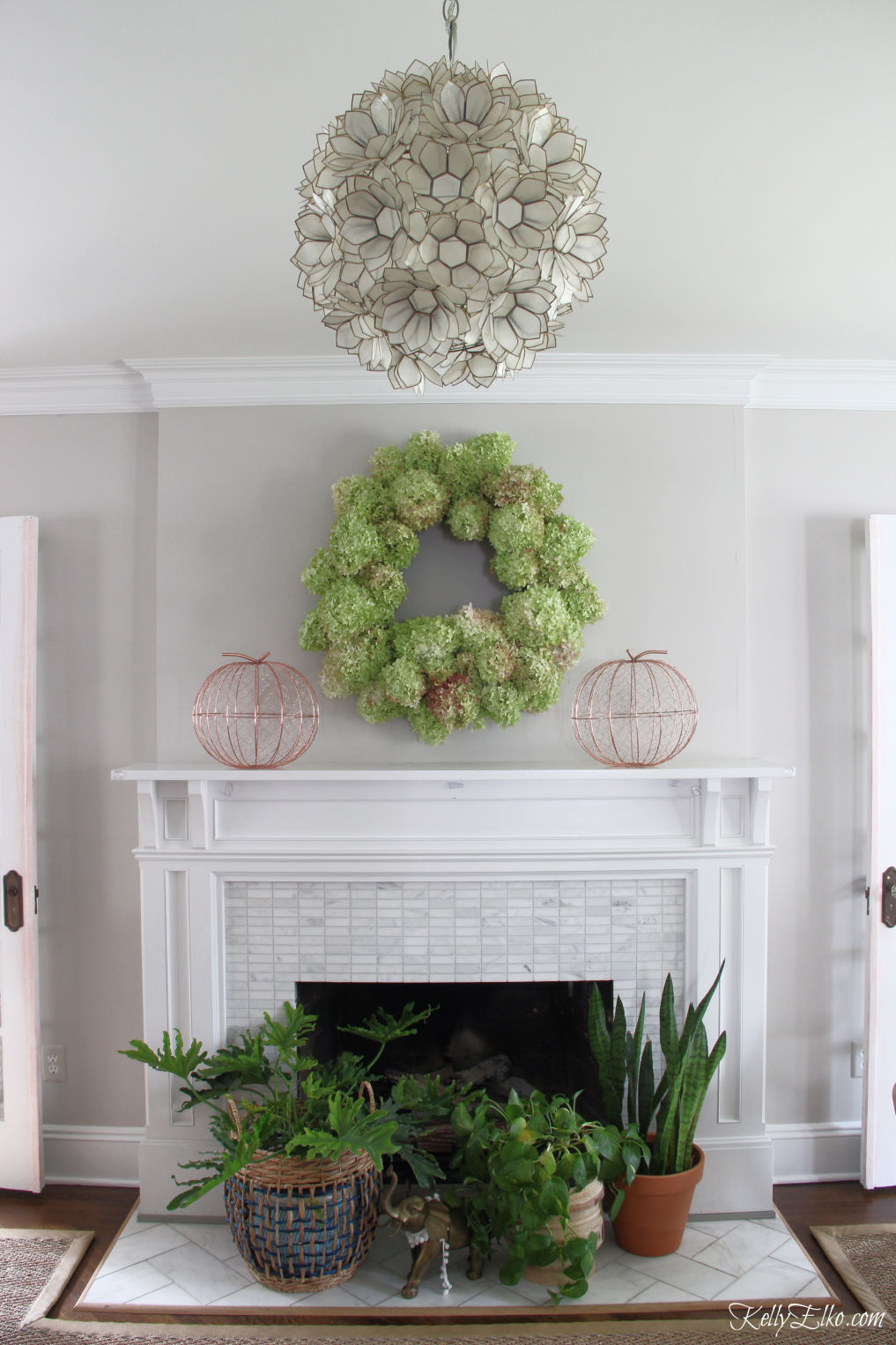 8 Creative Fall Mantel Decorating Ideas - DIY Limelight Hydrangea Wreath kellyelko.com #hydrangeas #wreaths #diyideas #diywreaths #gardening #gardeners #crafts #fallmantel #falldecor #fallcrafts