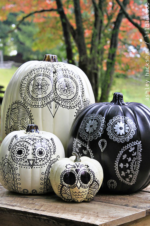 12 DIY Painted Pumpkins - step by step tutorial to create your own owl pumpkin kellyelko.com #pumpkins #pumpkincrafts #paintingtutorials #paintingtips #fallcrafts #crafting