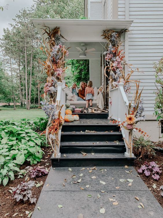 10 Beautiful Fall Porches - love the flower garland kellyelko.com #fall #fallporch #falldecor #falldecorating #mums #pumpkins #porch #frontporch #curbappeal #autummdecor #autummporch