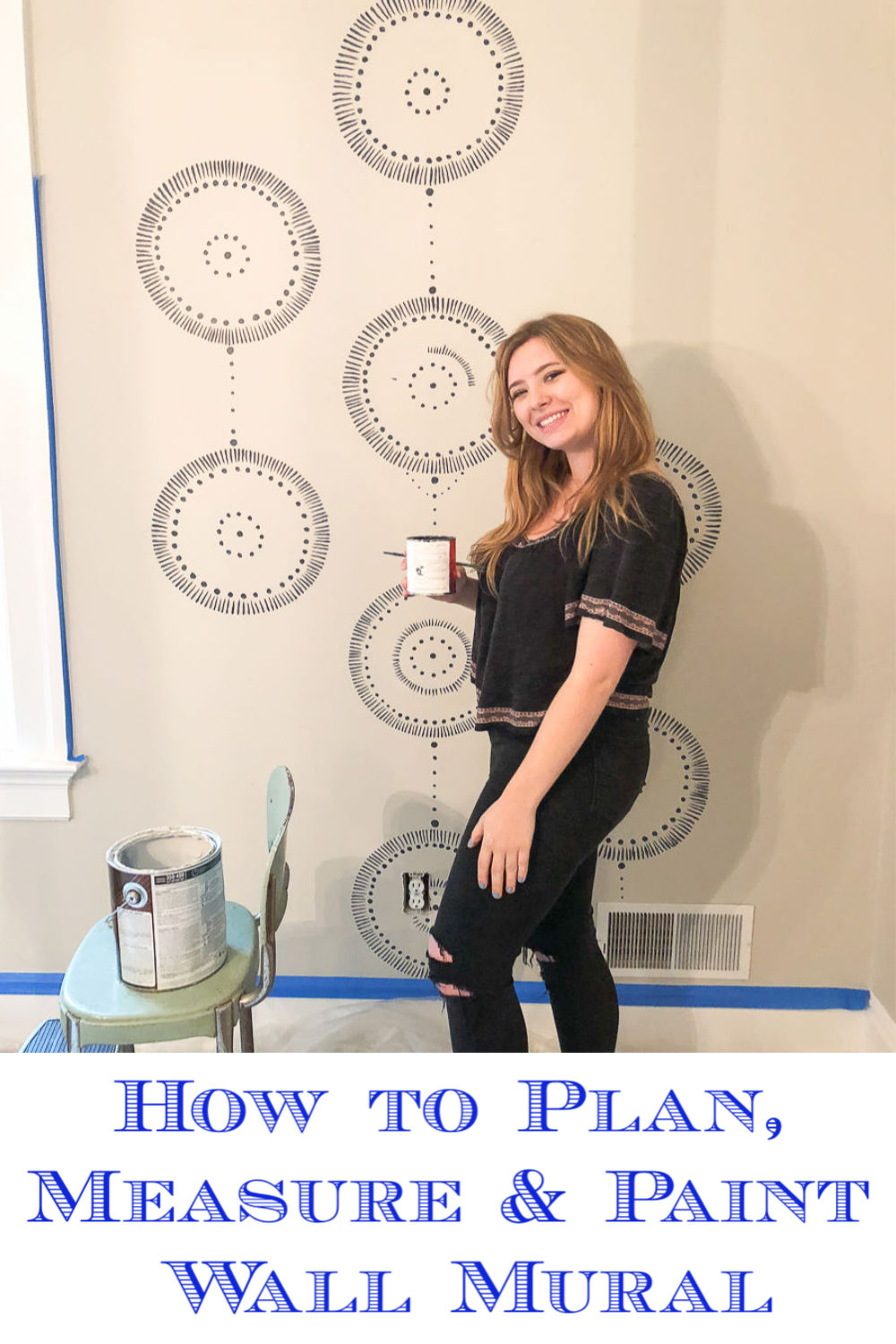 How to paint repeating wall mural - includes tips on how to plan, measure and paint kellyelko.com #paint #wallpaint #wallmural #mural #murals #paintingtips #housepaint #walldecor #walls #paintedwalls #tipsandtricks #howtopaint #kellyelko