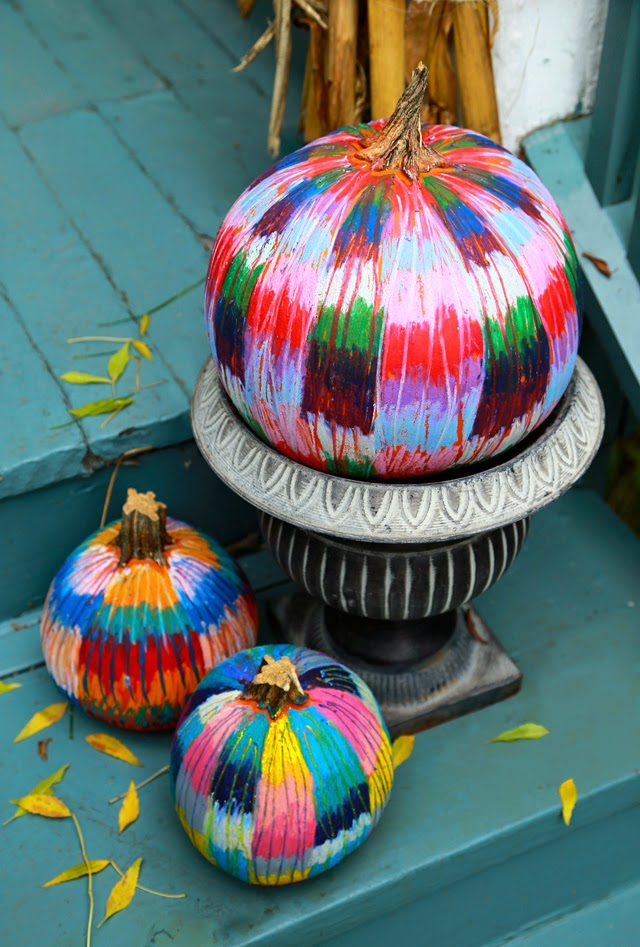 12 DIY Painted Pumpkins - step by step tutorial to create your own oil pastel pumpkin kellyelko.com #pumpkins #pumpkincrafts #paintingtutorials #paintingtips #fallcrafts #crafting