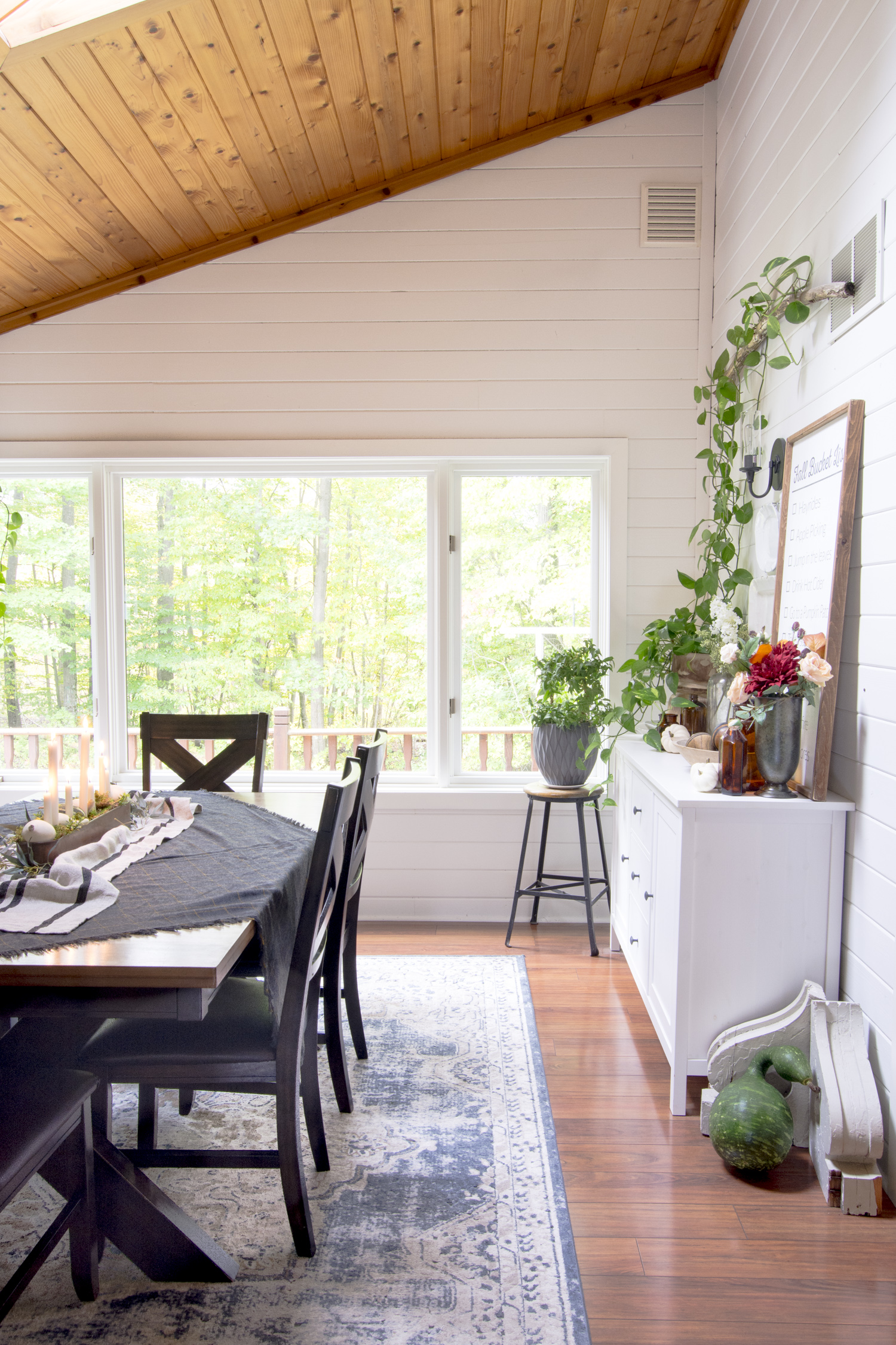 Love the natural wood shiplap on the ceiling of this dining room kellyelko.com #homedecor #diningroom #diningroomdecor #farmhousedecor #interiordecor #diningroomfurniture