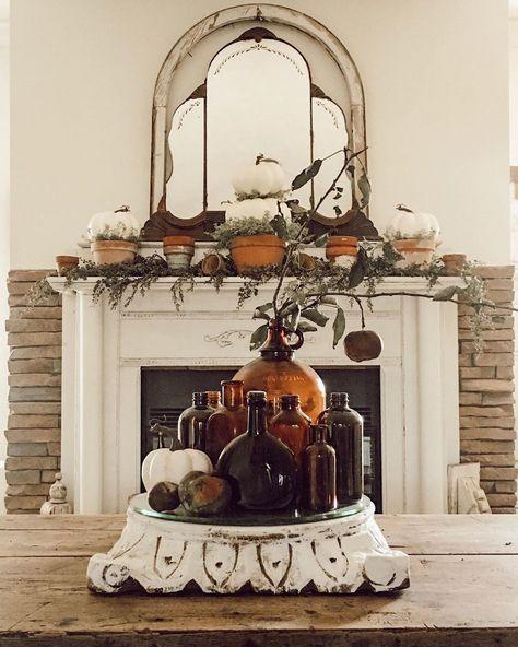 12 Creative Fall Mantels kellyelko.com #vintagedecor #vintagestyle #eclecticstyle #falldecor #fallmantels #pumpkins