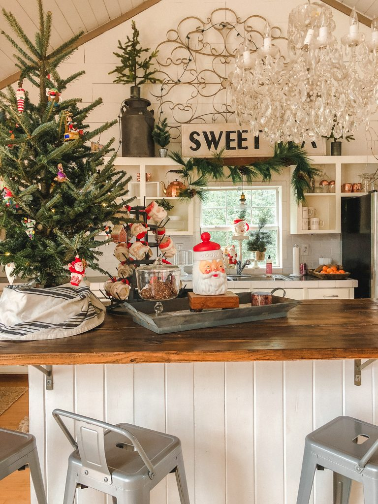 Love this farmhouse kitchen decked out for fall and the vintage Santa mug collection kellyelko.com #christmasdecor #vintagechristmas #christmaskitchen #kitchendecor #farmhousedecor #farmhouschristmas #whitekitchen