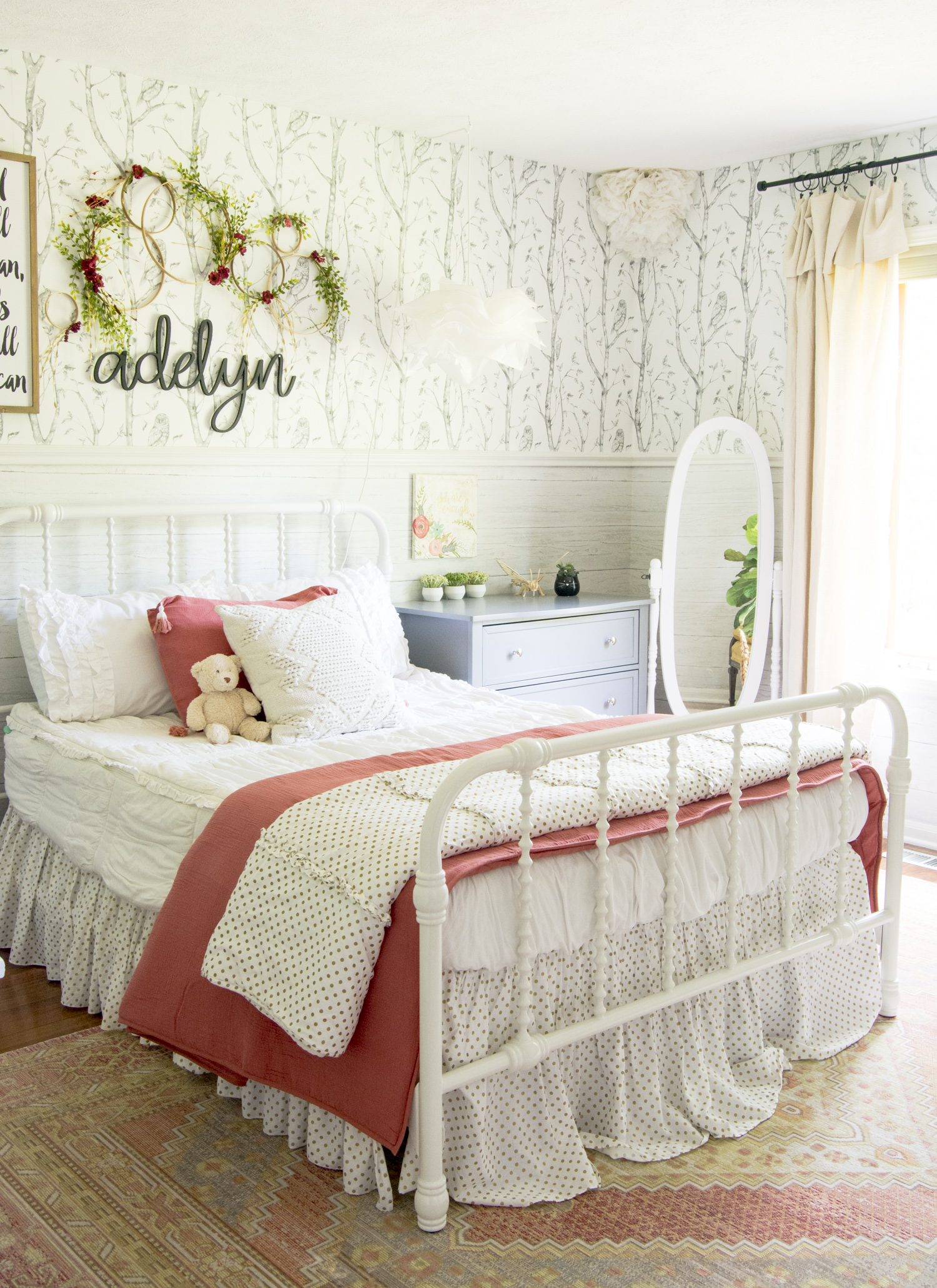 How cute is this girls bedroom with tree and owl wallpaper kellyelko.com #girlsroom #kidsroom #kidsbedroom #bedroom #wallpaper #bedroomdecor #farmhousedecor