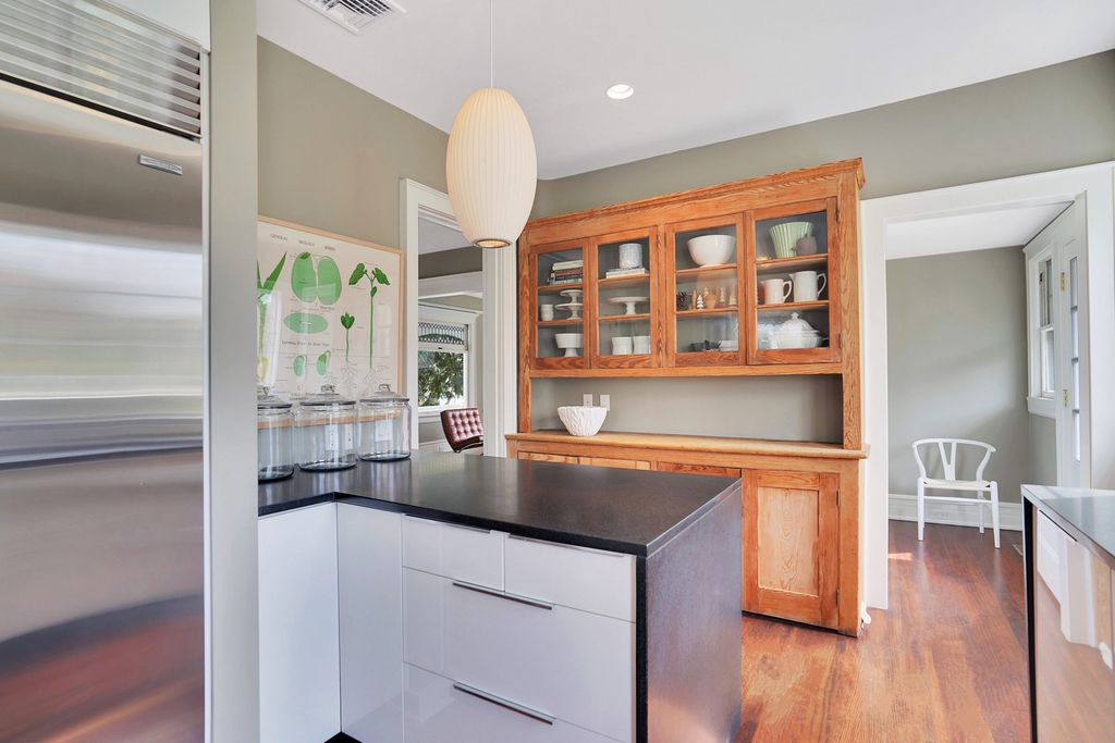 Tour this 1900 home with vintage modern kitchen kellyelko.com #vintagemodern #oldhouse #modernkitchen #farmhousedecor #smallkitchen #interiordesign #kitchenreno #kitchendesign #ikeacabinets