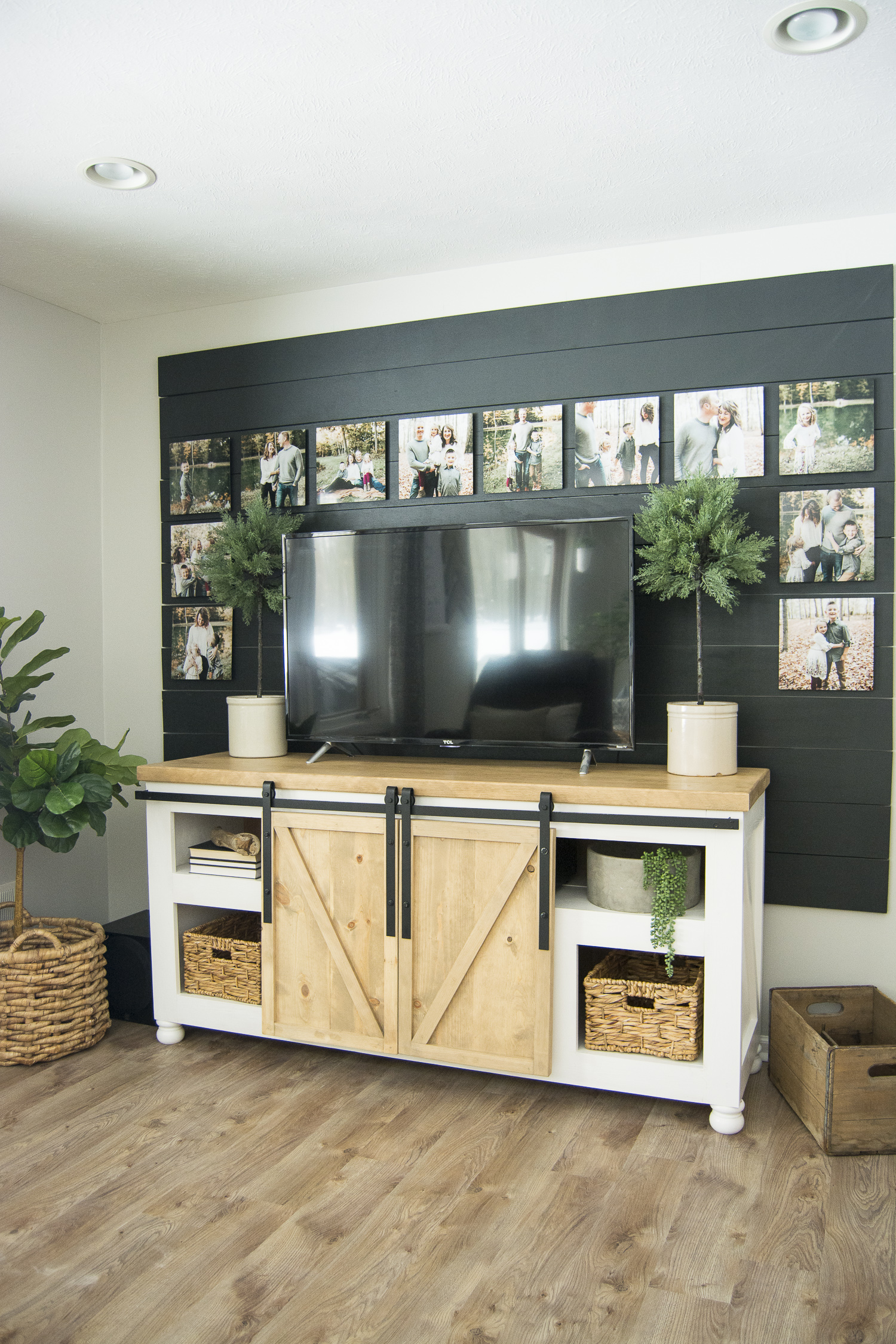 Black shiplap disguises a tv kellyelko.com #shiplap #blackshiplap #gallerywall #farmhousedecor