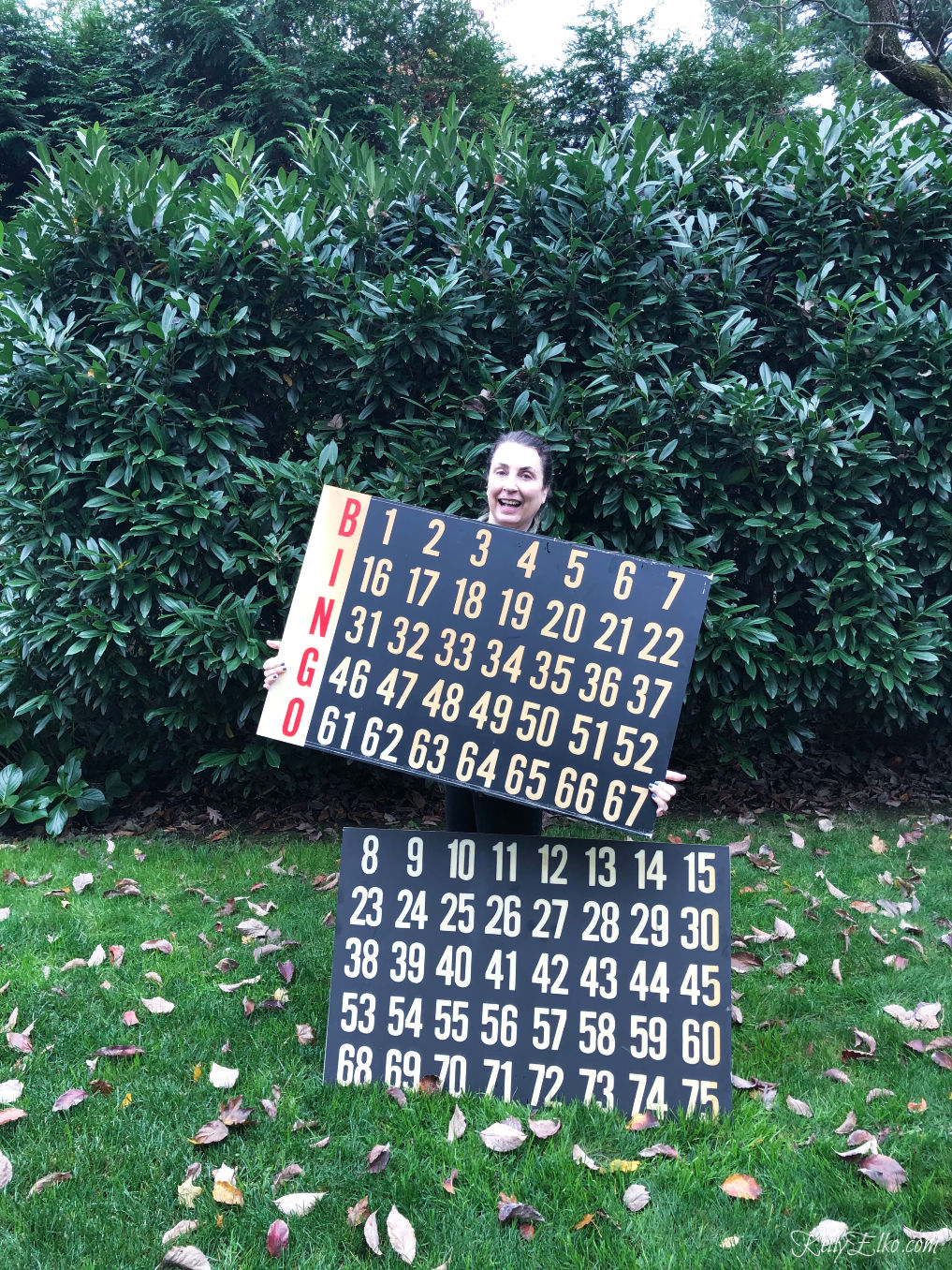 Thrifting Diaries October Haul - look at this giant vintage bingo score board! kellyelko.com #vintage #vintagedecor #thrifting #vintagemodern #farmhousedecor #thriftingdiaries #kellyelko