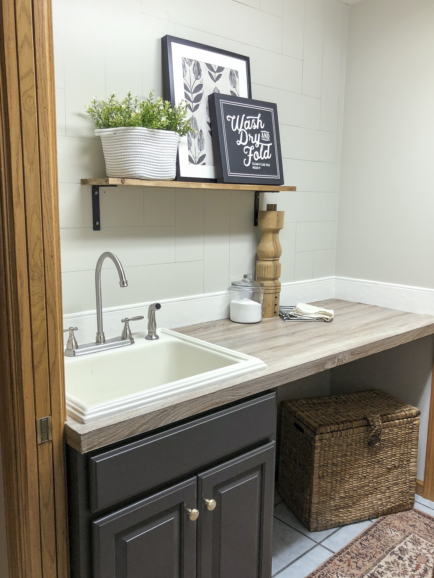 Laundry room sink with faux wood counter kellyelko.com #laundryroom #mudroom #diyideas