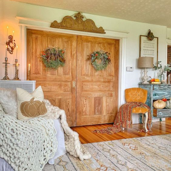 Beautiful old doors kellyelko.com #farmhouse #farmhousedecor #farmhousestyle #vintagestyle