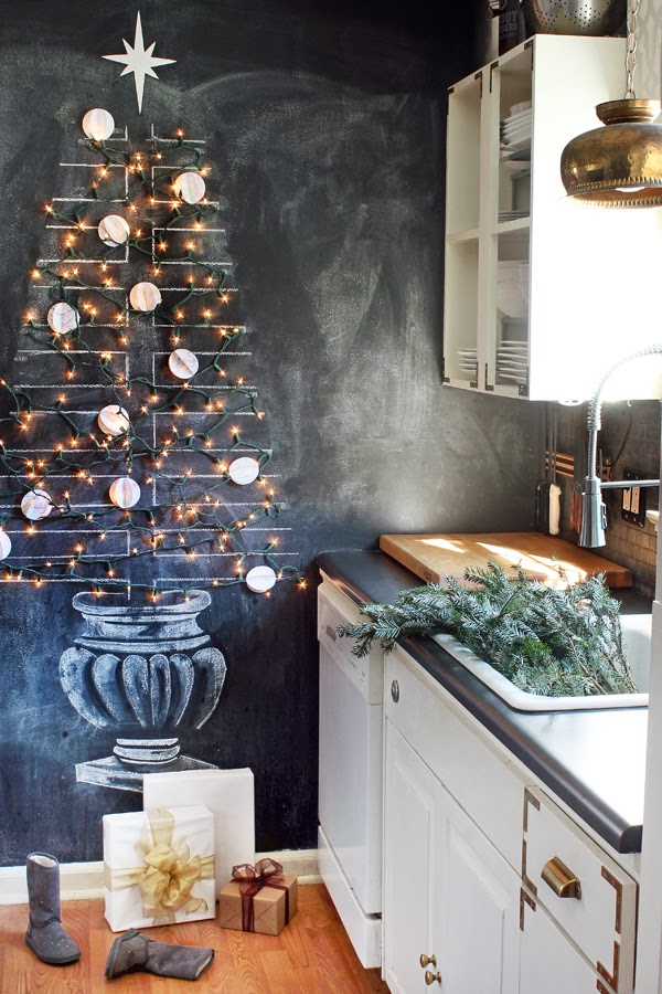 Christmas Chalkboard Art Ideas - love this chalkboard wall with Christmas tree strung with lights #chalkboard #chalkart #christmasdecor #christmastree #christmaskitchen #farmhousechristmas