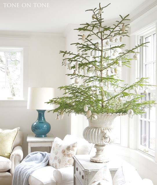 15 Sparse Christmas Trees - love this beautiful real tree minimally decorated in with mercury glass ornaments kellyelko.com #christmas #christmastree #sparsechristmastree #vintagechristmas #christmasdecor #christmasedecorating #christmasdecoratingideas #farmhousechristmas #christmasornaments #neutralchristmas #kellyelko