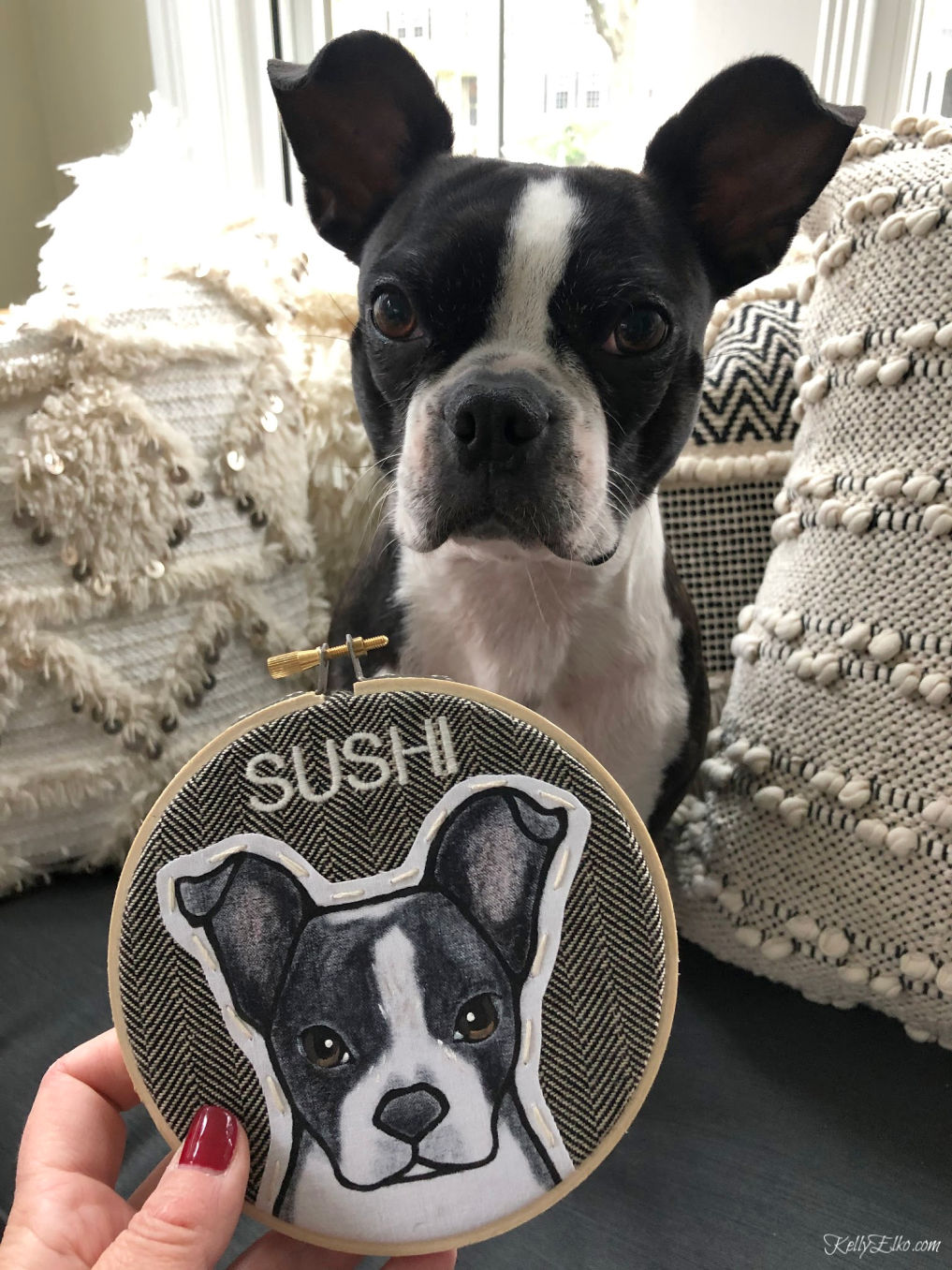 How adorable is the custom painted pet portrait in a little embroidery hoop! kellyelko.com #pets #petgifts #doglover #giftideas #uniquegifts