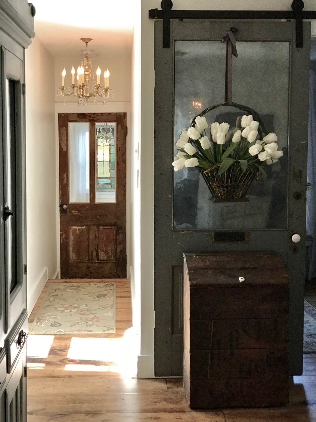 Rolling barn door in the entry #barndoor #farmhousedecor #farmhousestyle #vintagehome #vintagedecor #neutraldecor
