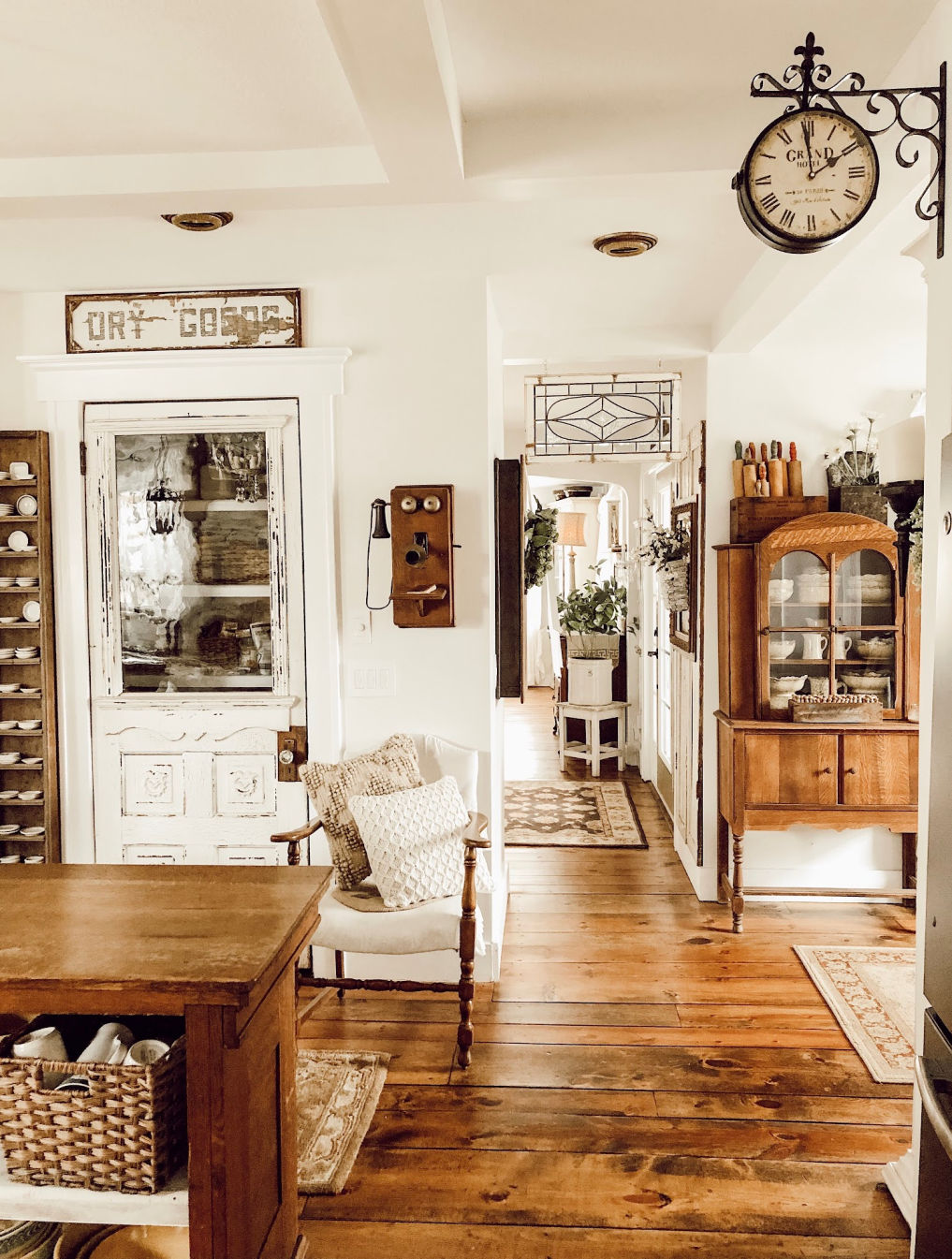 Love this farmhouse kitchen with an antique pantry door #farmhouse #farmhousekitchen #vintagekitchen #vintagedecor #neutraldecor #farmhousedecor