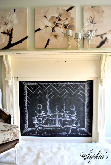 Christmas Chalk Art Ideas - love this fun chalk fire #chalkboard #chalkart #christmasdecor