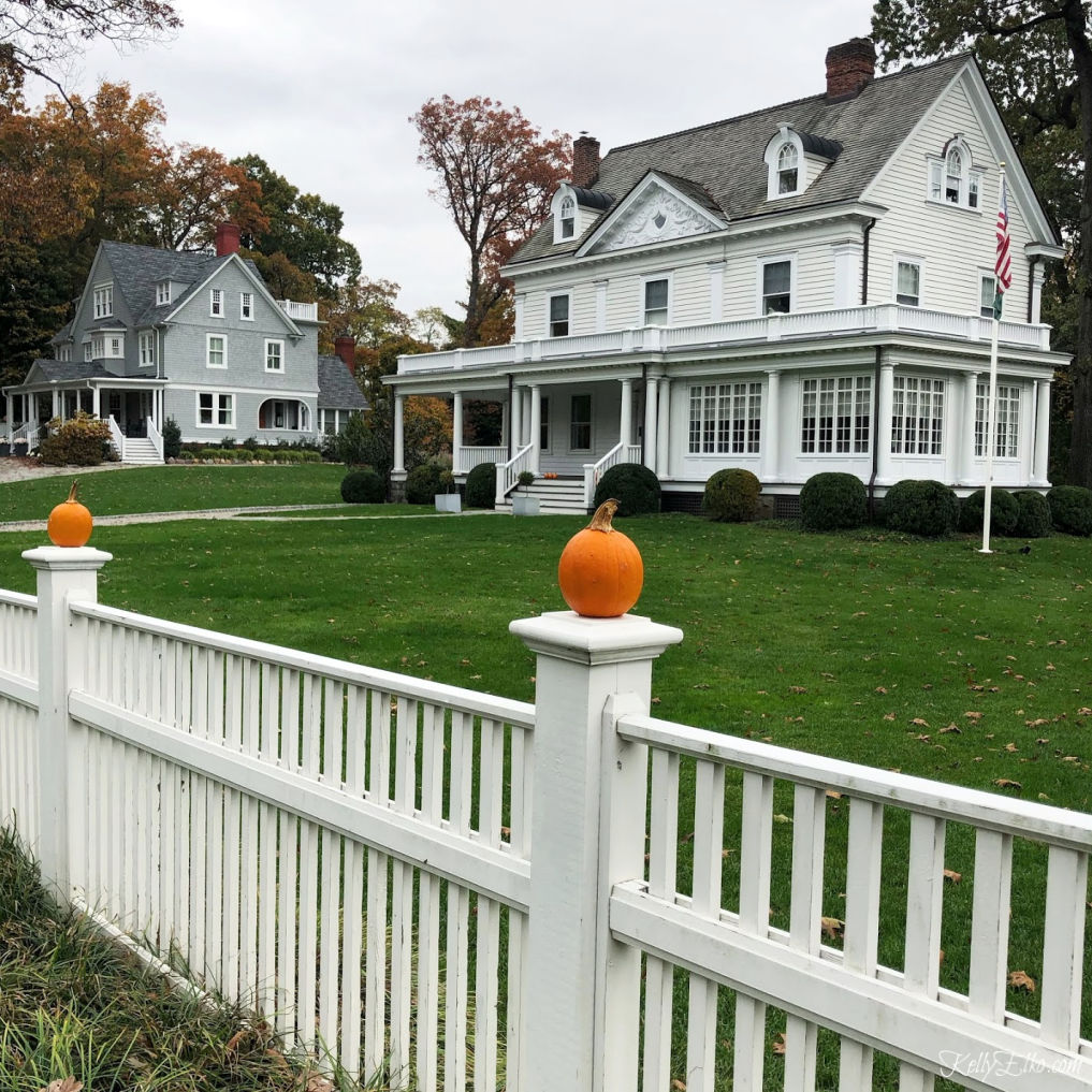 Beautiful old home with pumpkin topped picket fence kellyelko.com #oldhome #oldhouse #fallhouse #pumpkins #pumpkindecor #picketfence #curbappeal