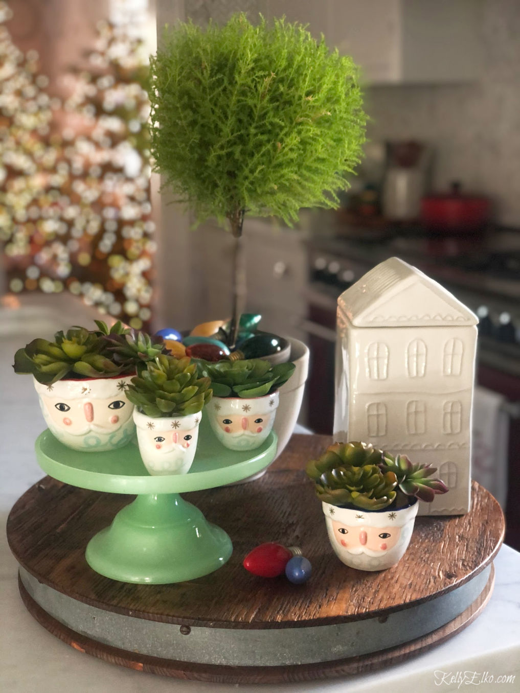Love these adorable Santa measuring cups kellyelko.com #christmasdecor #santa #christmaskitchen #cookiejar #christmasdecorations #kellyelko